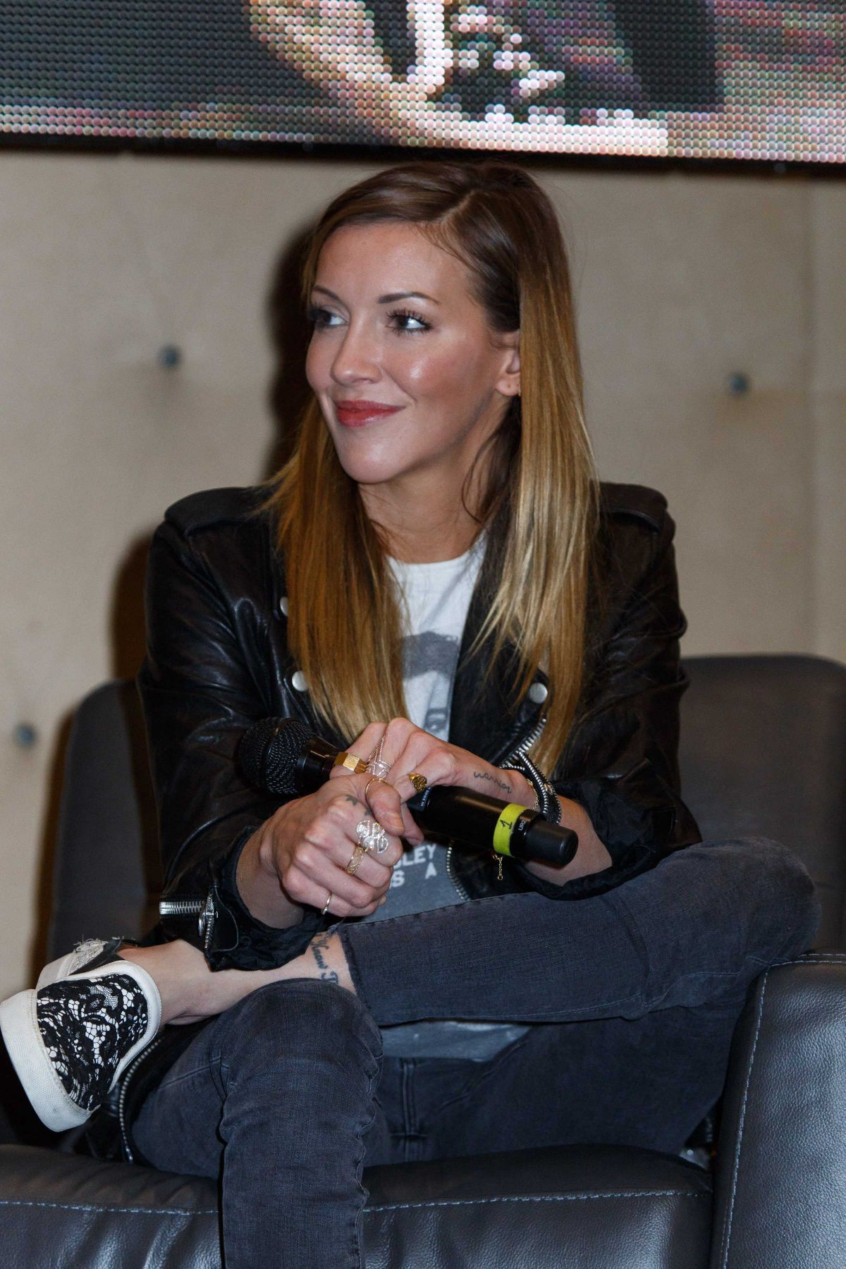 KATIE CASSIDY at Rhode Island Comic-con 11/12/2016