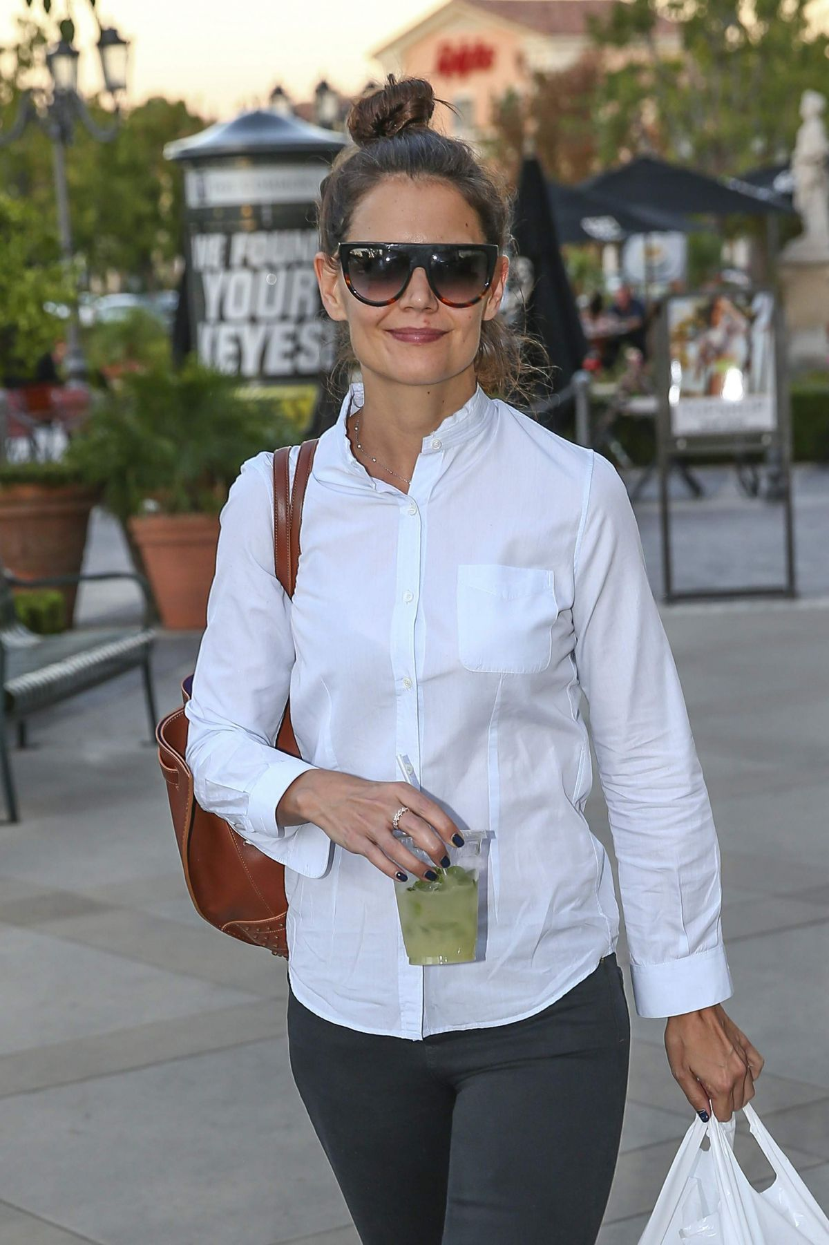 KATIE HOLMES Leaves Lepain Quotiden Bakery in Calabasas 11/03/2016