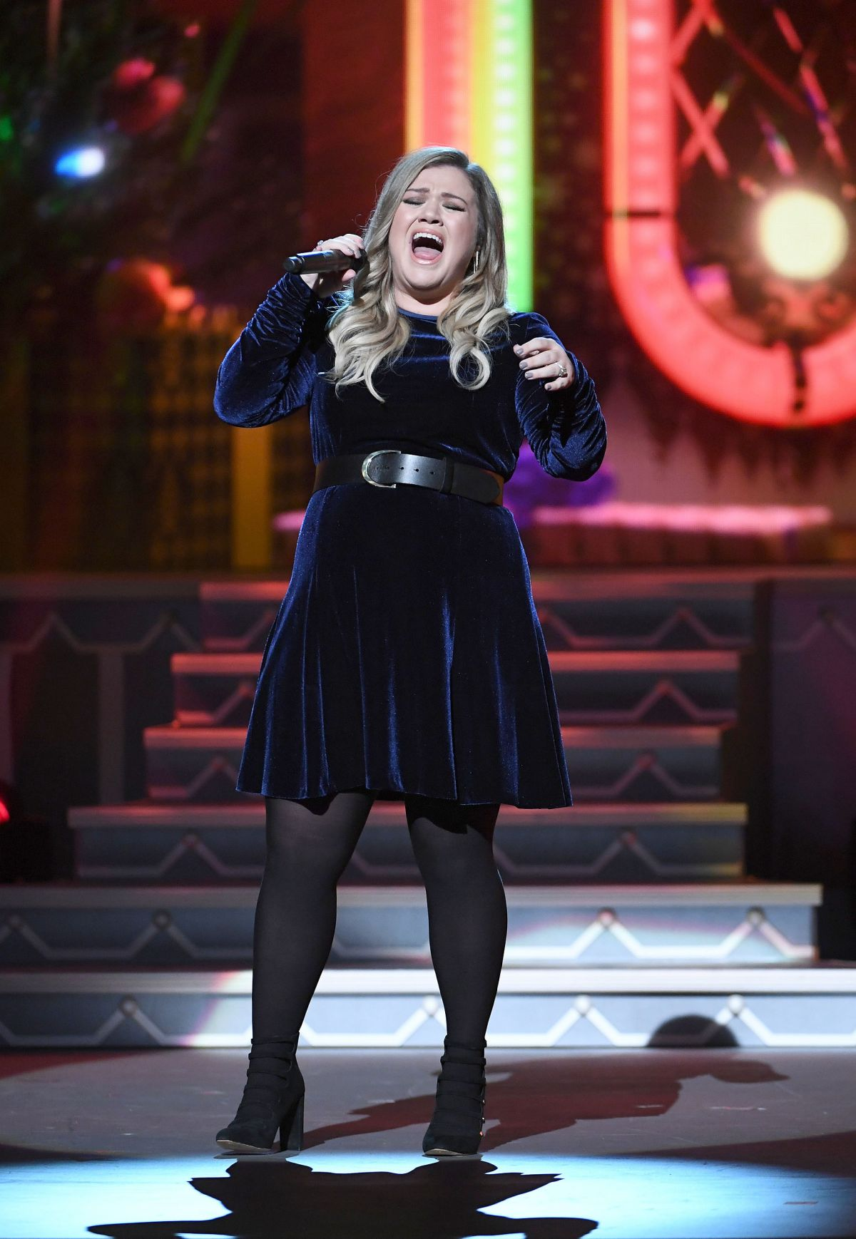 KELLY CLARKSON Performs at CMA 2016 Country Christmas in Nashville ...