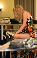 KELLY ROHRBACH Shopping at Elyse Walker Store in Los Angeles 11/15/2016
