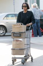 KELLY ROWLAND Shopping at Bristol Farms in Los Angeles 11/25/2016