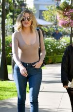 KOURTNEY and KHLOE KARDASHIAN Out Shoppin in Los Angeles 11/05/2016