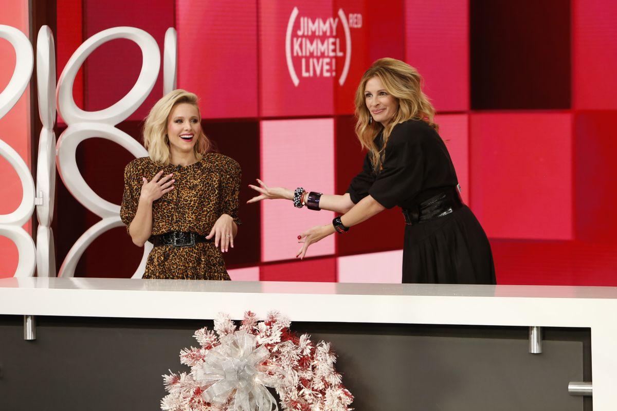 KRISTEN BELL and JULIA ROBERTS at Jimmy Kimmel Live 11/22/2016