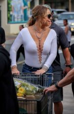 MARIAH CAREY Shopping at Whole Foods in Hawaii 11/24/2016