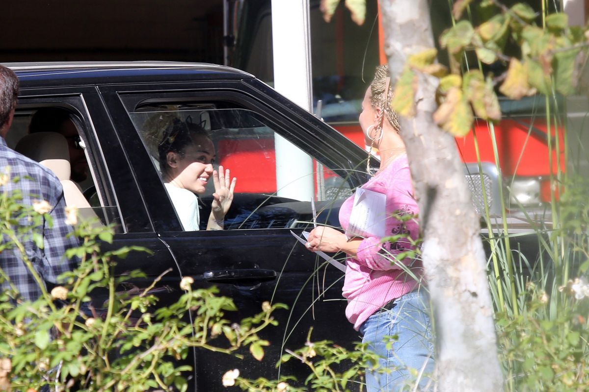 MILEY CYRUS Out to Vote in Los Angeles 11/08/2016