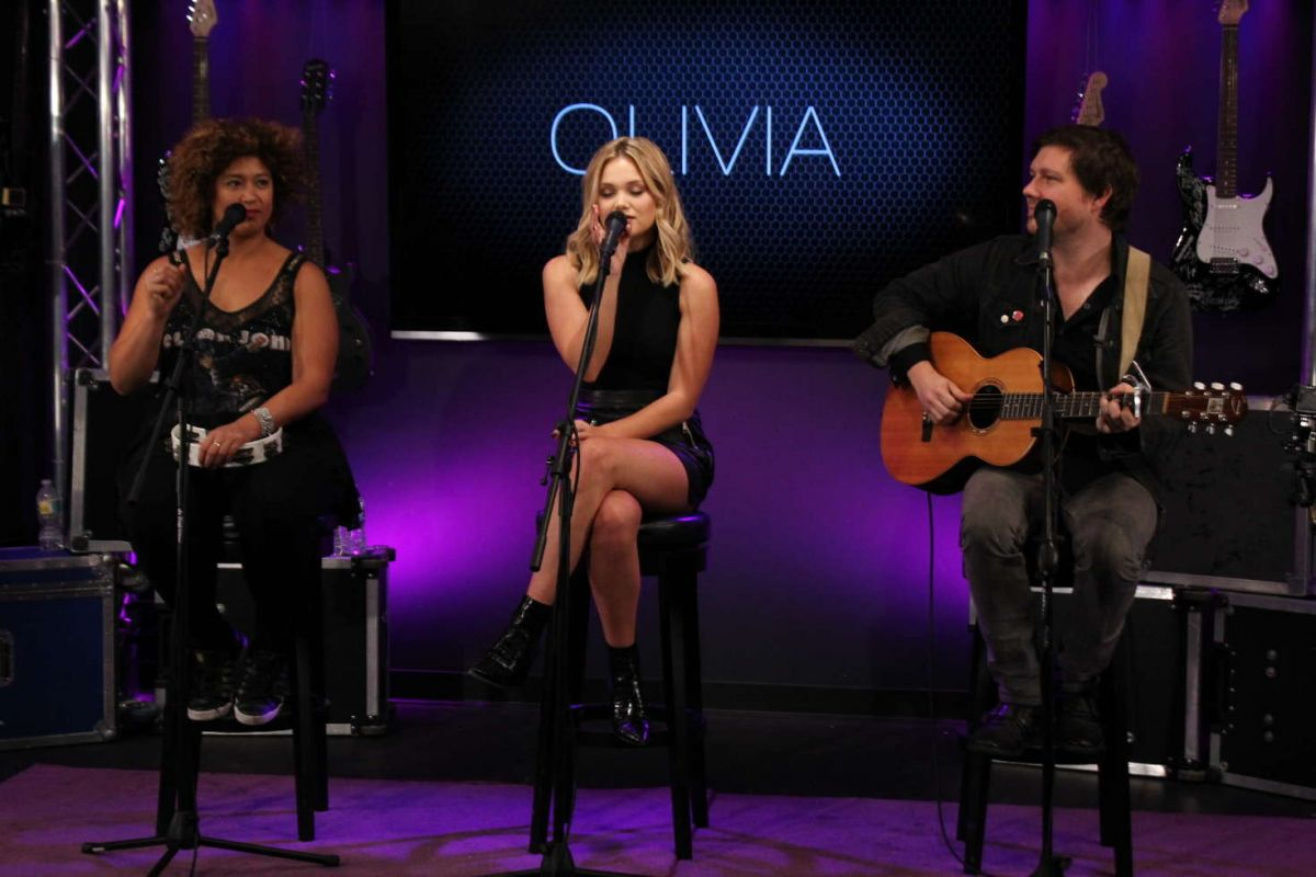 OLIVIA HOLT at 101.5 FM Radio Station in Clearwater 11/11/2016