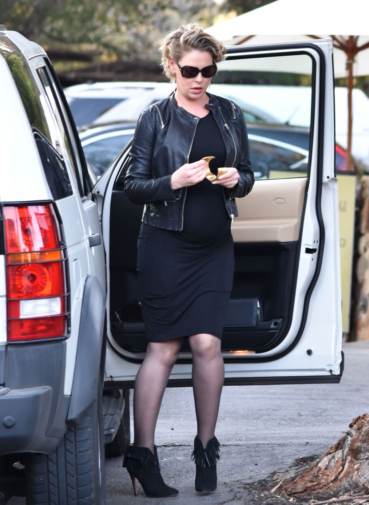 Pregnant KATHERINE HEIGL Out in Malibu 11/24/2016