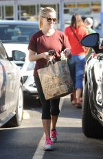 REESE WITHERSPOON Shopping at Bristol Farms in Santa Monica 11/24/2016