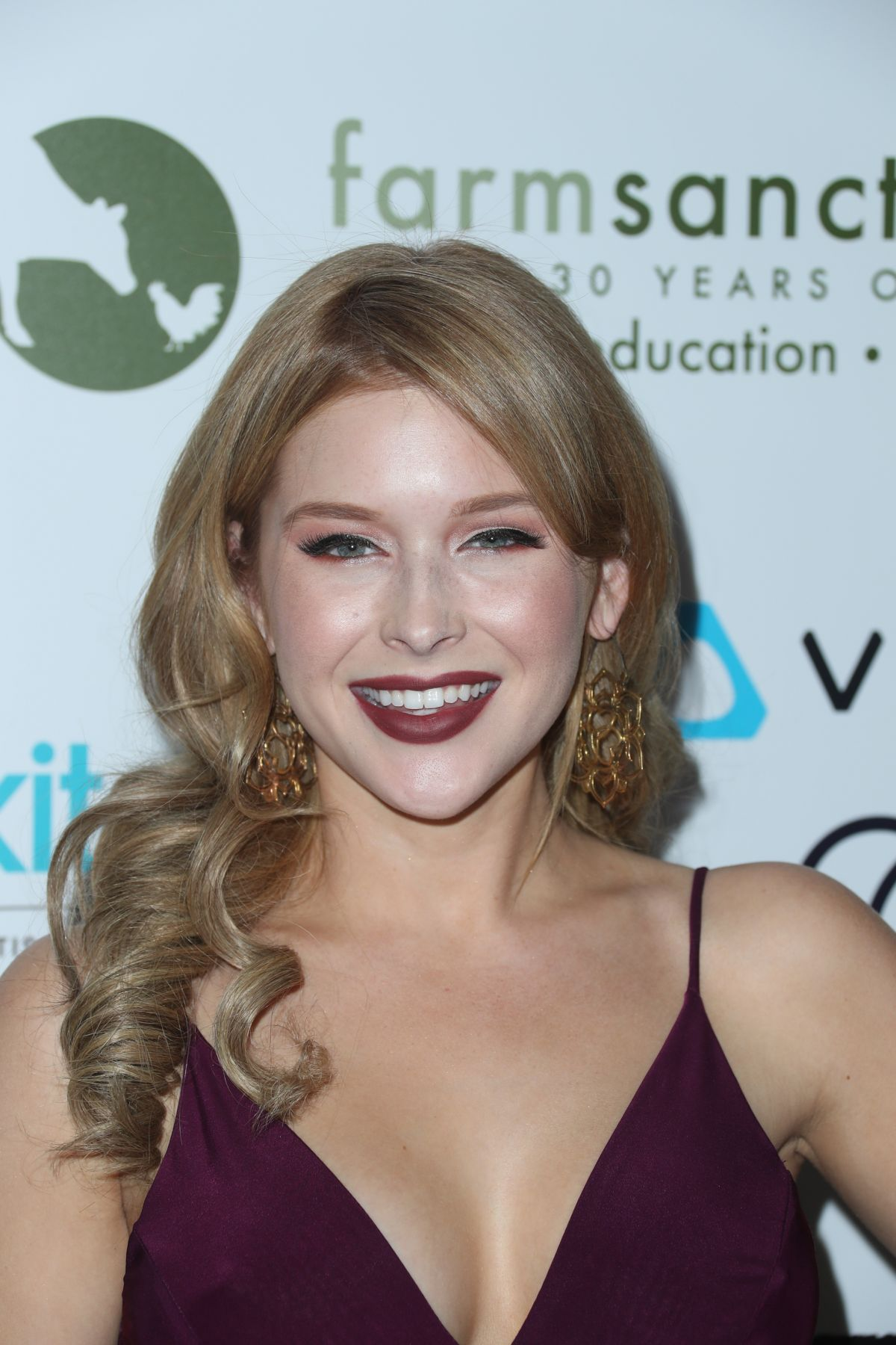 RENEE OLSTEAD at Farm Sanctuary 30th Anniversary Gala in Beverly Hills 11/12/2016