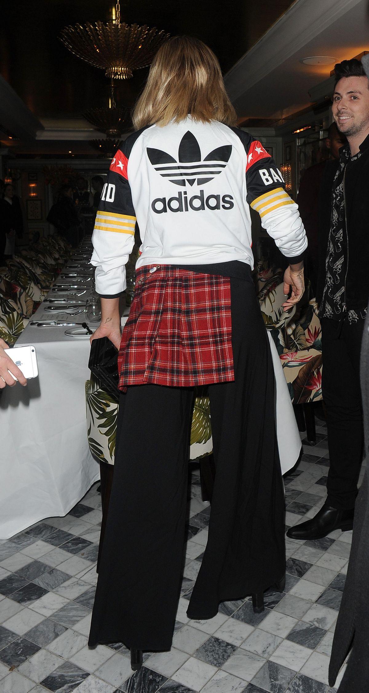 RITA ORA la llega a la de cena de HawtCelebs Adidas en Londres 23/11/2016 HawtCelebs fab4200 - www.colja.host
