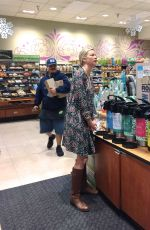AMY SMART Shopping at Whole Foods in Beverly Hills 11/30/2016