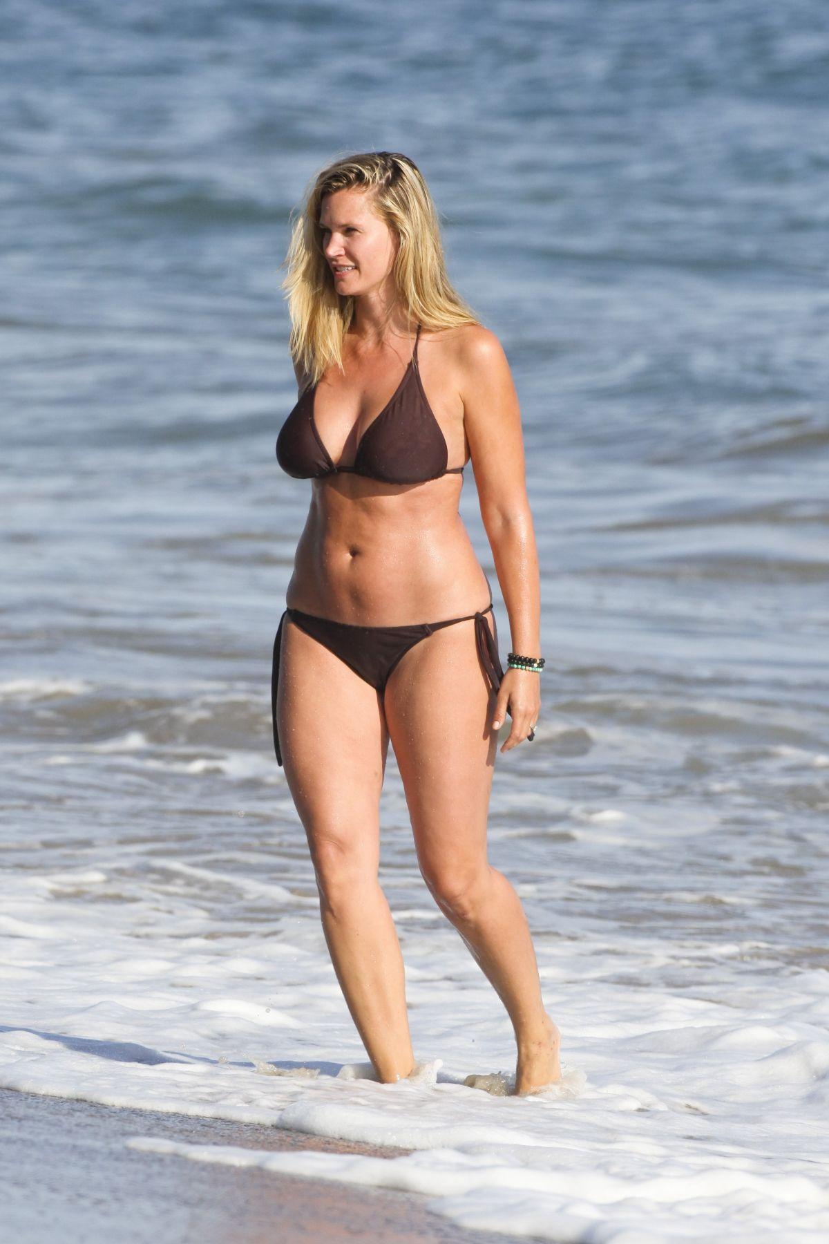Best from the Past - NATASHA HENSTRIDGE in Bikini at a Beach in Malibu 08/04/2009