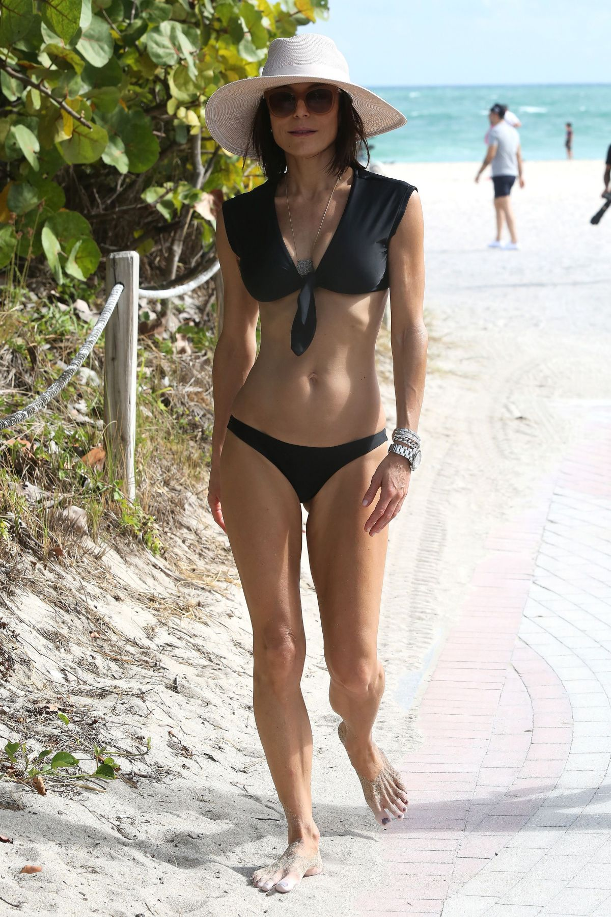 BETHENNY FRANKEL in Bikini on the Beach in Miami 12/05/2016   bethenny-frankel-in-bikini-on-the-beach-in-miami-12-05-2016_14