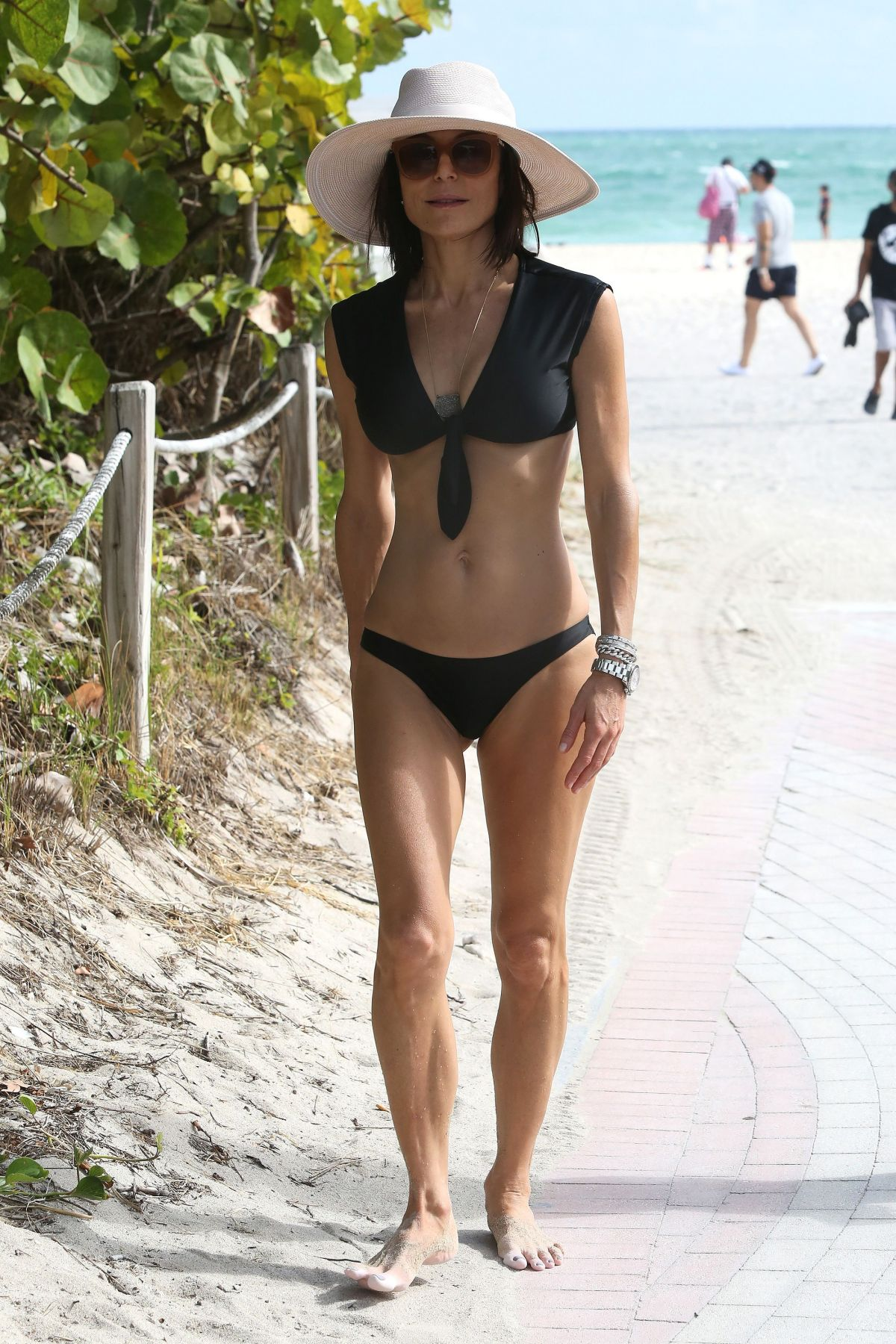 BETHENNY FRANKEL in Bikini on the Beach in Miami 12/05/2016   bethenny-frankel-in-bikini-on-the-beach-in-miami-12-05-2016_15
