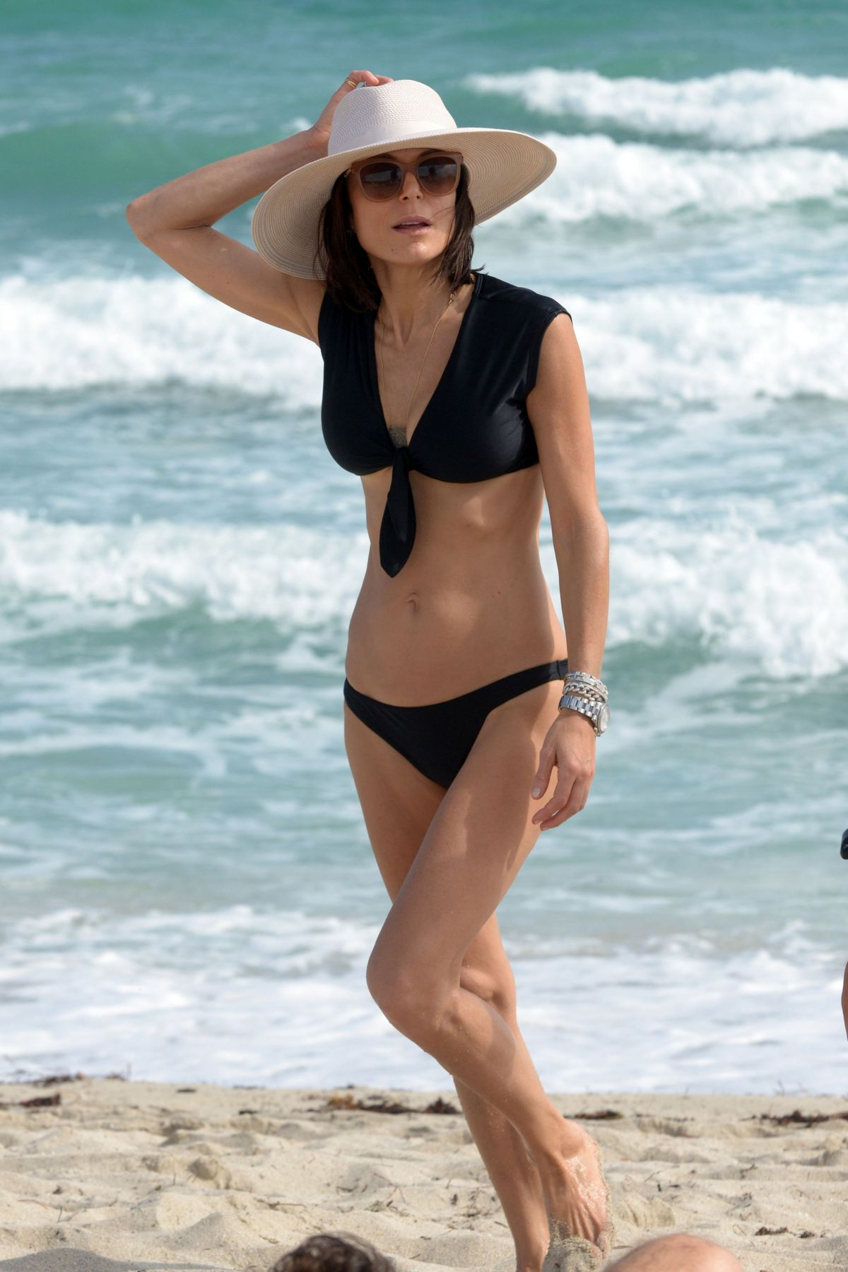 BETHENNY FRANKEL in Bikini on the Beach in Miami 12/05/2016   bethenny-frankel-in-bikini-on-the-beach-in-miami-12-05-2016_18