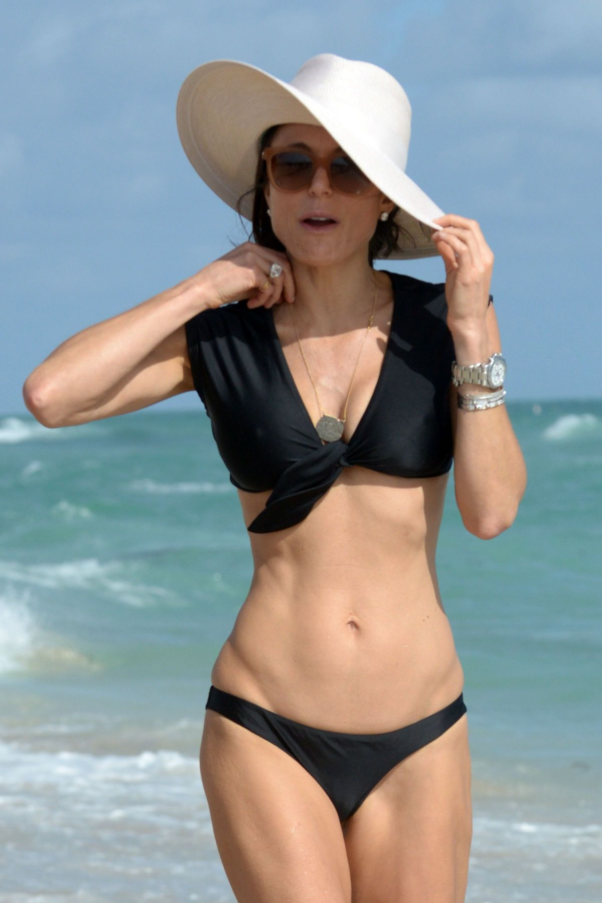 BETHENNY FRANKEL in Bikini on the Beach in Miami 12/05/2016   bethenny-frankel-in-bikini-on-the-beach-in-miami-12-05-2016_19