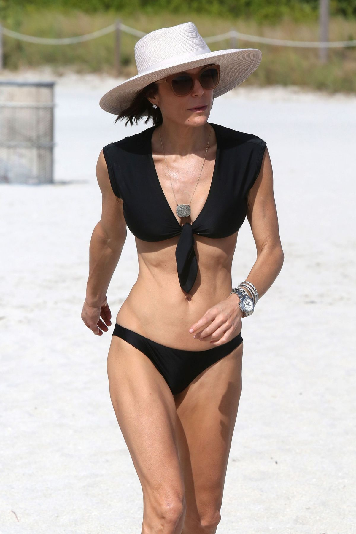 BETHENNY FRANKEL in Bikini on the Beach in Miami 12/05/2016   bethenny-frankel-in-bikini-on-the-beach-in-miami-12-05-2016_2
