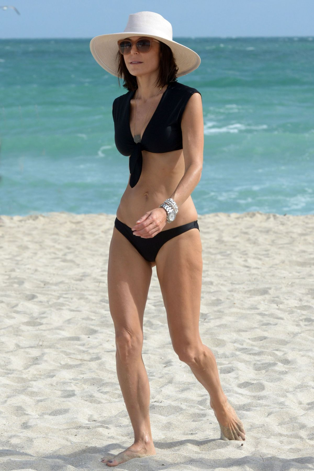 BETHENNY FRANKEL in Bikini on the Beach in Miami 12/05/2016   bethenny-frankel-in-bikini-on-the-beach-in-miami-12-05-2016_20