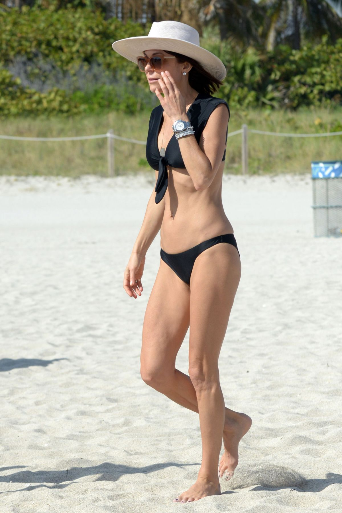 BETHENNY FRANKEL in Bikini on the Beach in Miami 12/05/2016   bethenny-frankel-in-bikini-on-the-beach-in-miami-12-05-2016_22