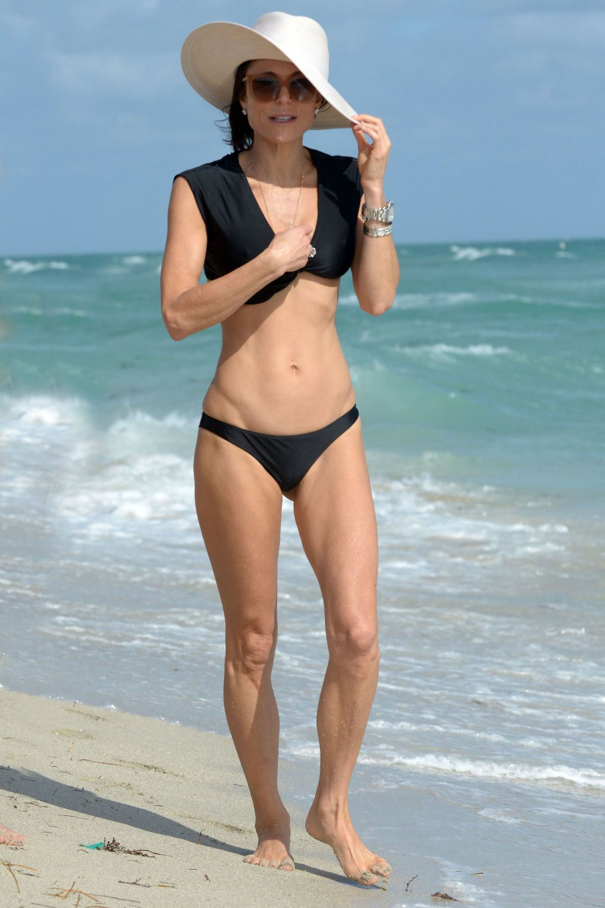 BETHENNY FRANKEL in Bikini on the Beach in Miami 12/05/2016   bethenny-frankel-in-bikini-on-the-beach-in-miami-12-05-2016_23