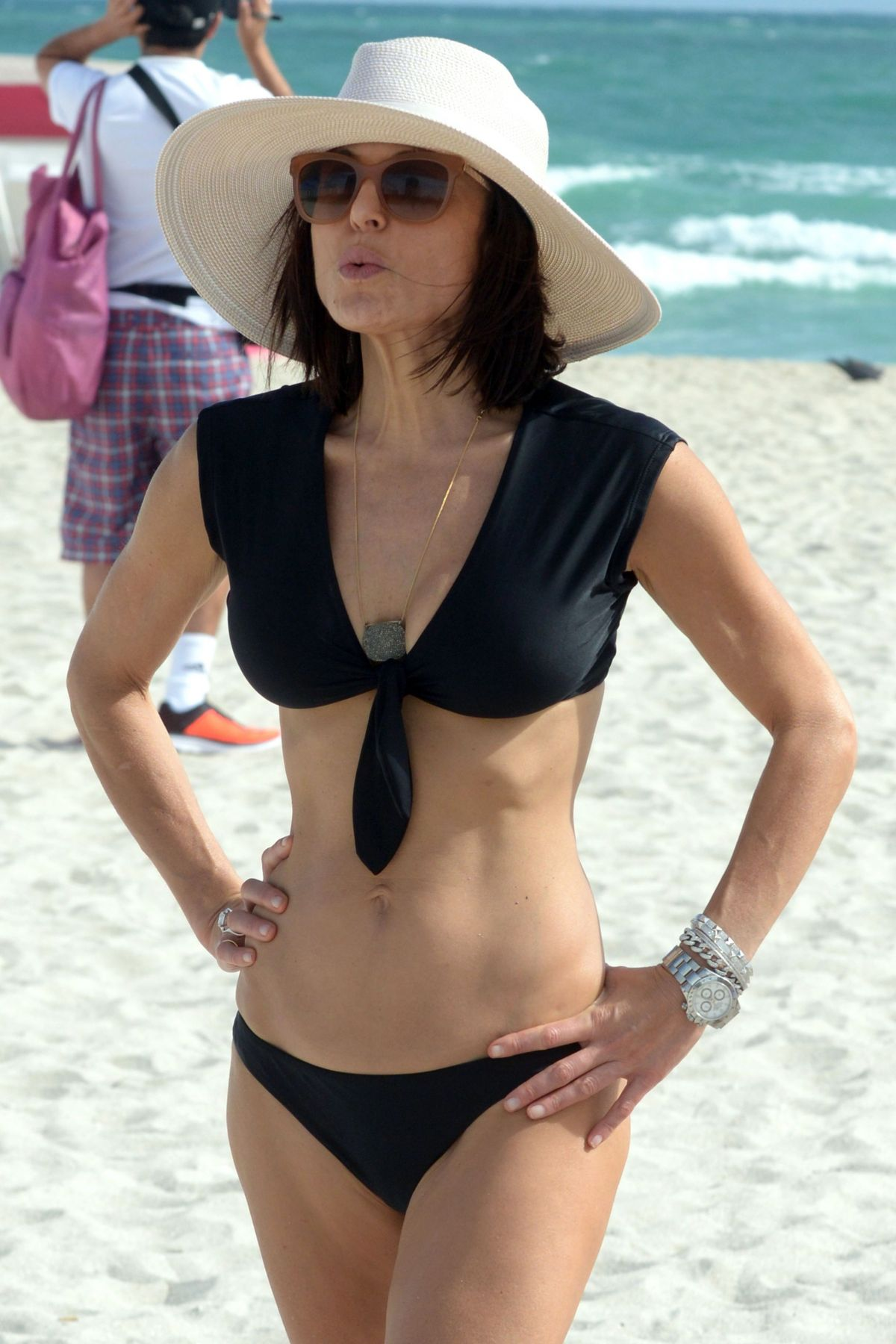BETHENNY FRANKEL in Bikini on the Beach in Miami 12/05/2016   bethenny-frankel-in-bikini-on-the-beach-in-miami-12-05-2016_24