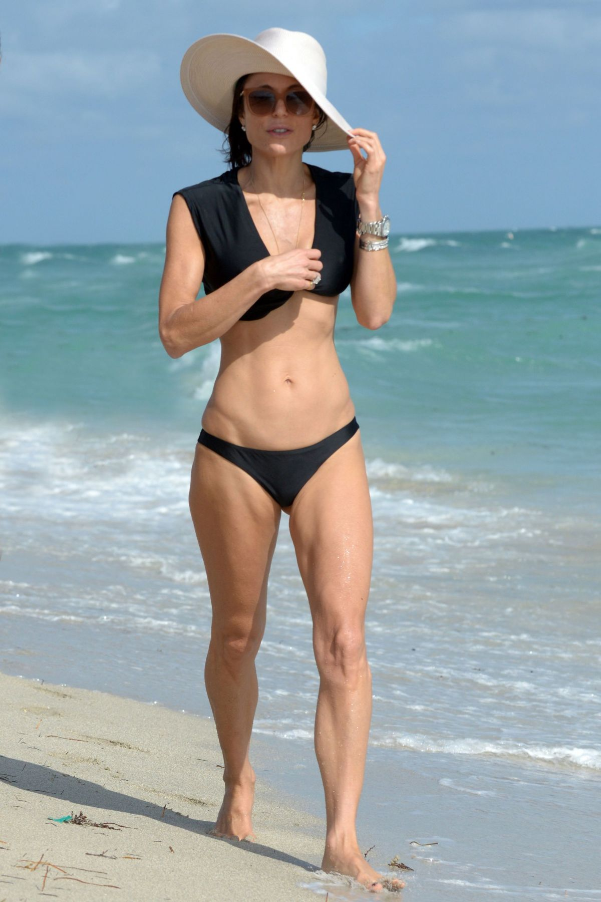BETHENNY FRANKEL in Bikini on the Beach in Miami 12/05/2016   bethenny-frankel-in-bikini-on-the-beach-in-miami-12-05-2016_25