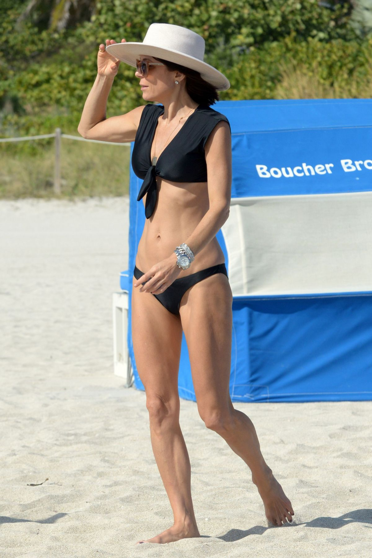 BETHENNY FRANKEL in Bikini on the Beach in Miami 12/05/2016   bethenny-frankel-in-bikini-on-the-beach-in-miami-12-05-2016_26