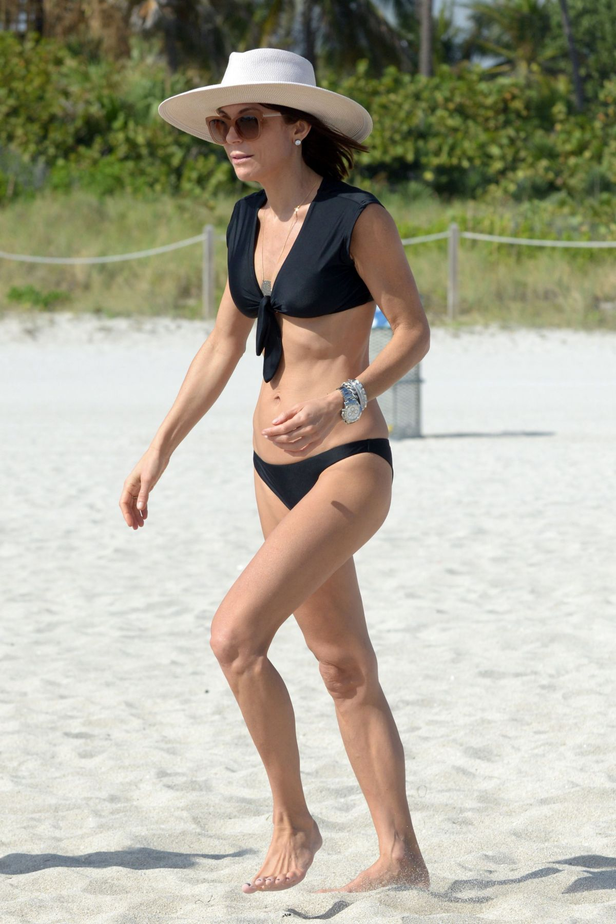BETHENNY FRANKEL in Bikini on the Beach in Miami 12/05/2016   bethenny-frankel-in-bikini-on-the-beach-in-miami-12-05-2016_27