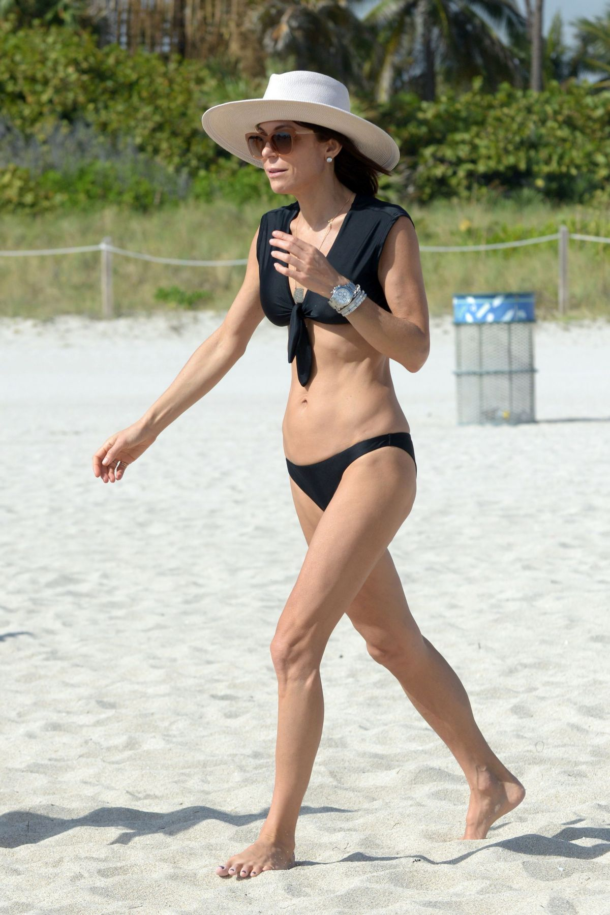 BETHENNY FRANKEL in Bikini on the Beach in Miami 12/05/2016   bethenny-frankel-in-bikini-on-the-beach-in-miami-12-05-2016_28