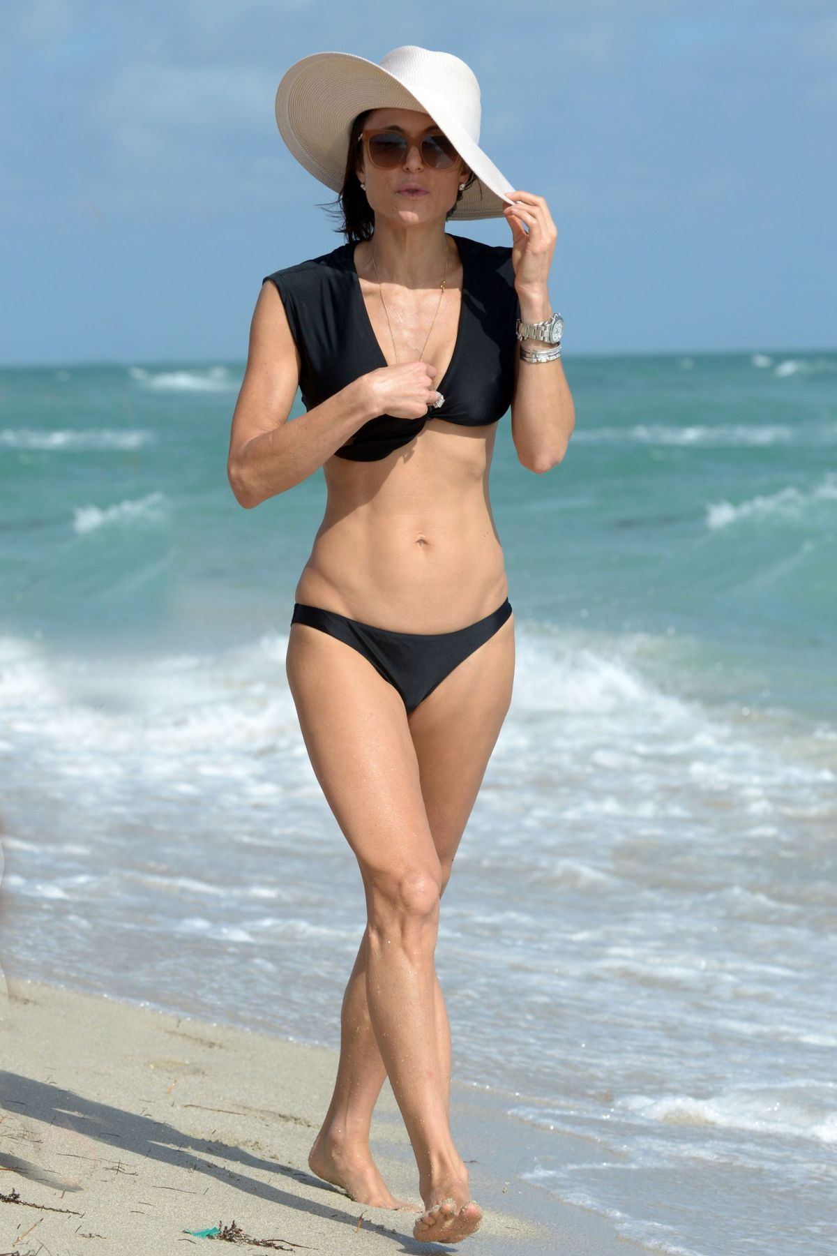 BETHENNY FRANKEL in Bikini on the Beach in Miami 12/05/2016   bethenny-frankel-in-bikini-on-the-beach-in-miami-12-05-2016_29