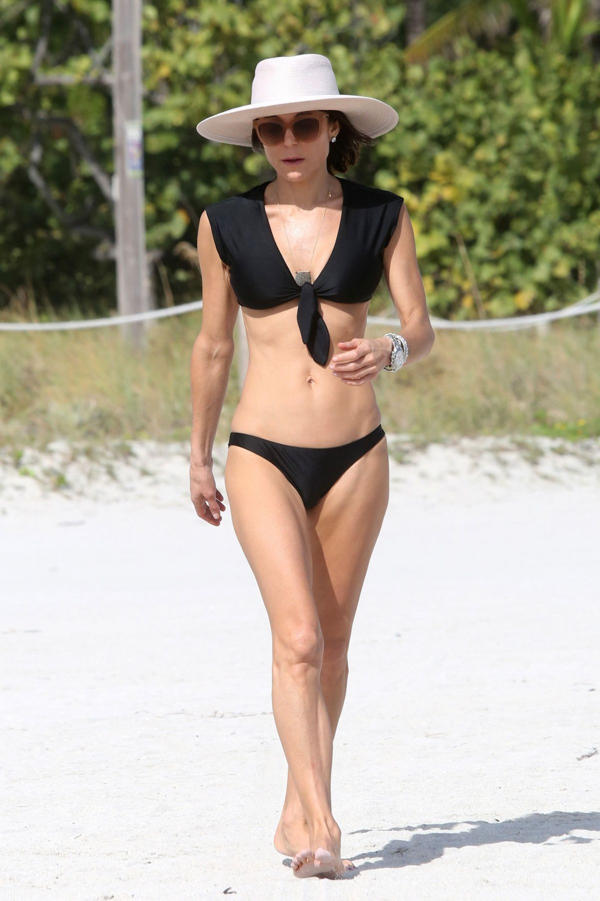 BETHENNY FRANKEL in Bikini on the Beach in Miami 12/05/2016   bethenny-frankel-in-bikini-on-the-beach-in-miami-12-05-2016_3