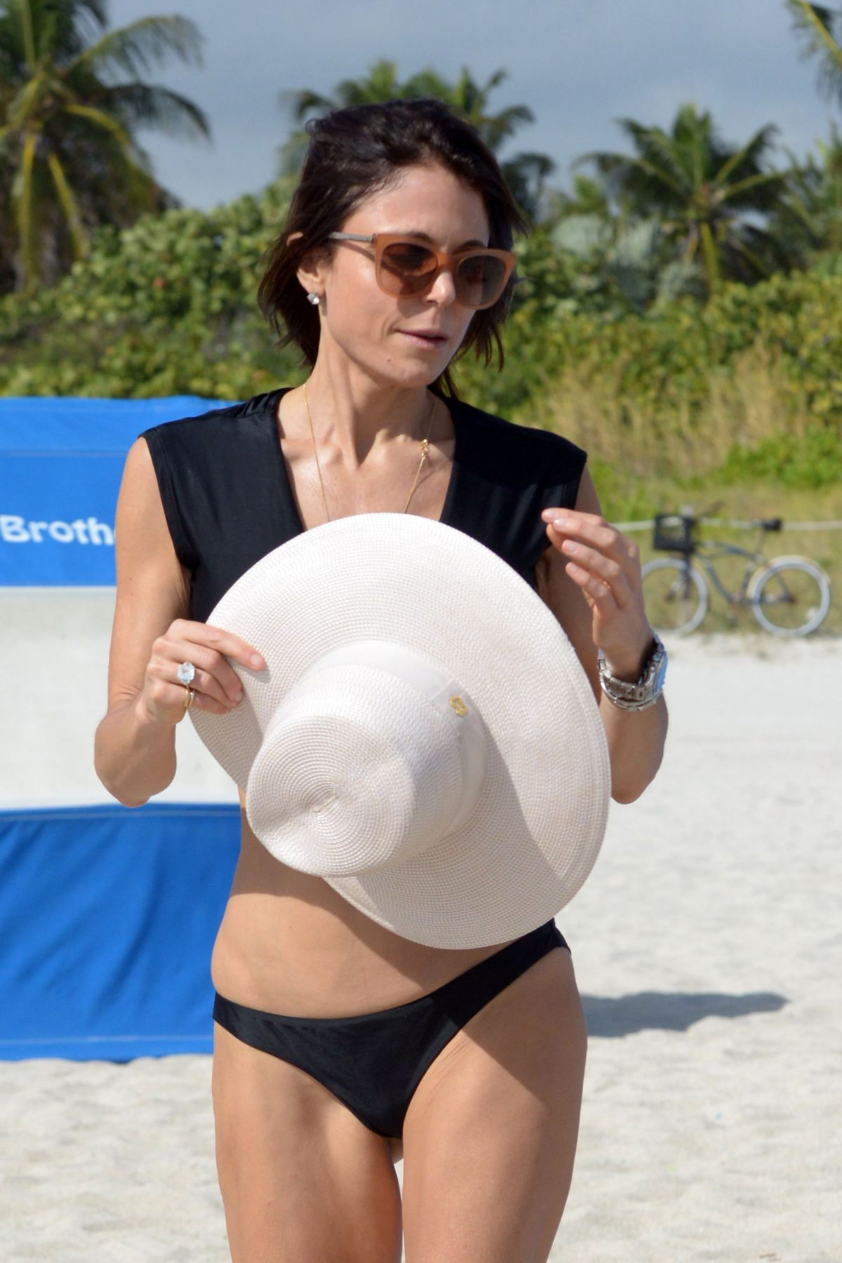 BETHENNY FRANKEL in Bikini on the Beach in Miami 12/05/2016   bethenny-frankel-in-bikini-on-the-beach-in-miami-12-05-2016_31