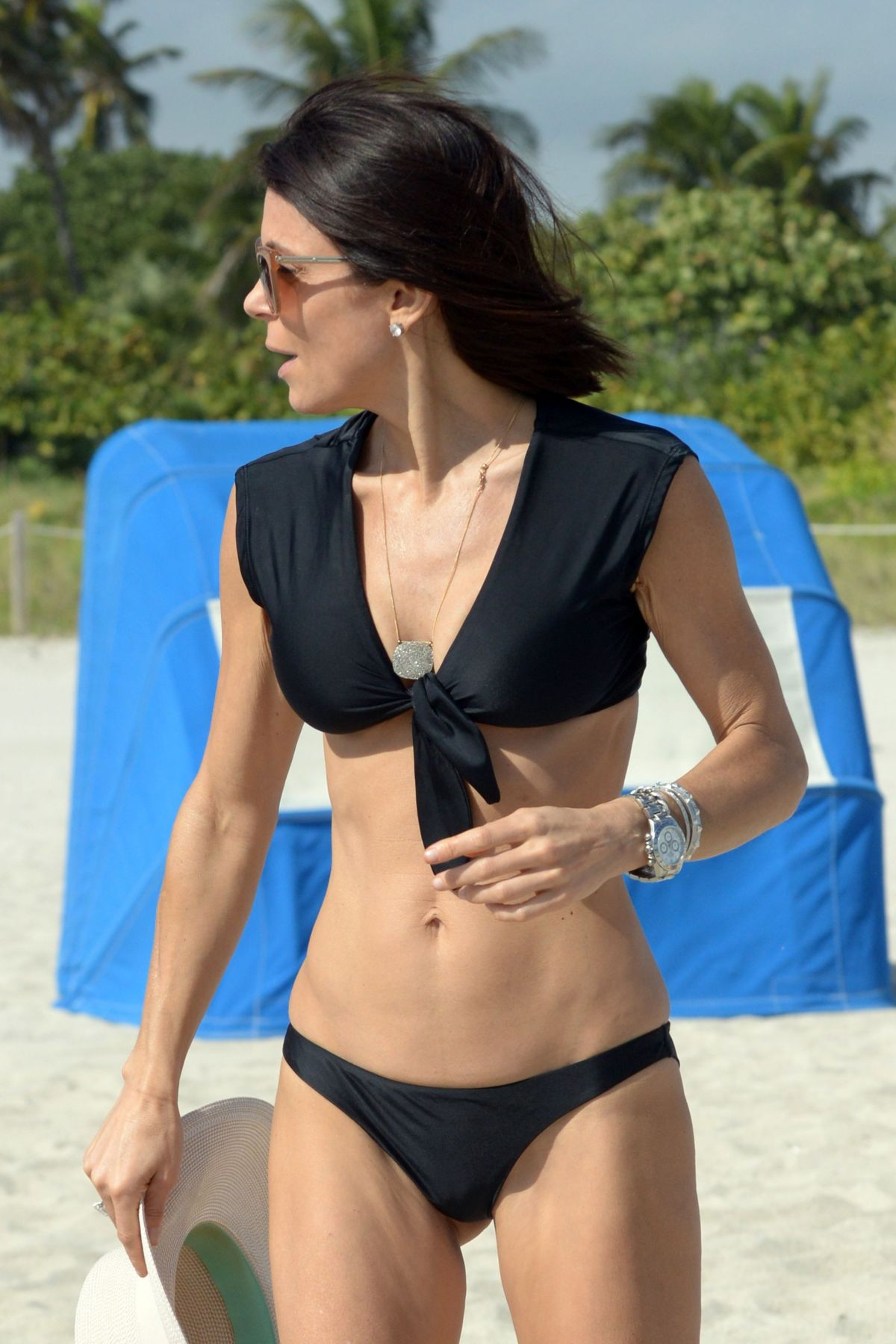 BETHENNY FRANKEL in Bikini on the Beach in Miami 12/05/2016   bethenny-frankel-in-bikini-on-the-beach-in-miami-12-05-2016_32