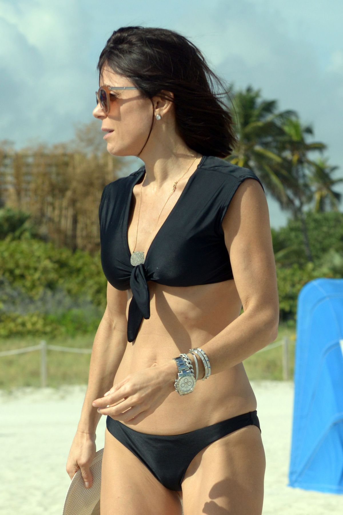 BETHENNY FRANKEL in Bikini on the Beach in Miami 12/05/2016   bethenny-frankel-in-bikini-on-the-beach-in-miami-12-05-2016_33