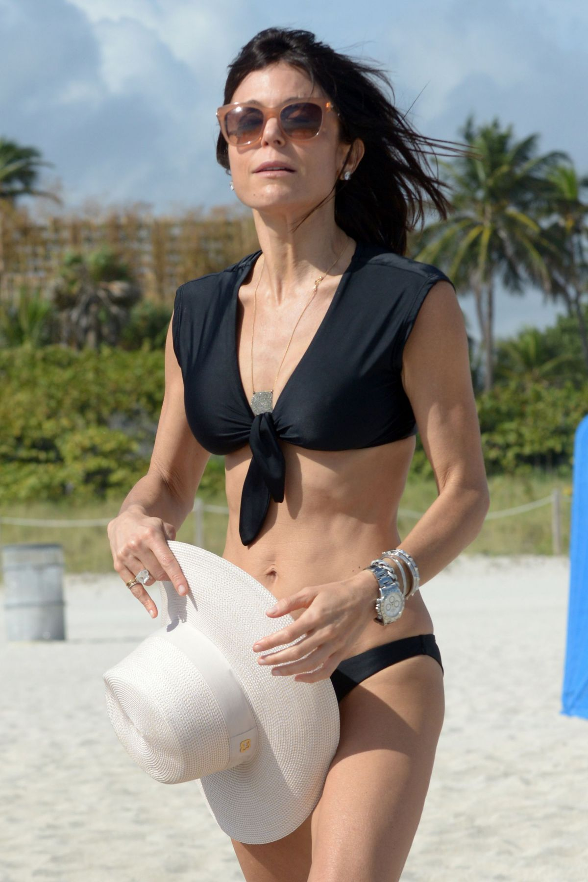 BETHENNY FRANKEL in Bikini on the Beach in Miami 12/05/2016   bethenny-frankel-in-bikini-on-the-beach-in-miami-12-05-2016_34