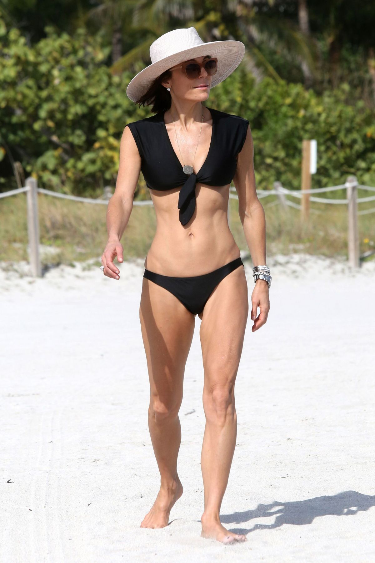 BETHENNY FRANKEL in Bikini on the Beach in Miami 12/05/2016   bethenny-frankel-in-bikini-on-the-beach-in-miami-12-05-2016_4