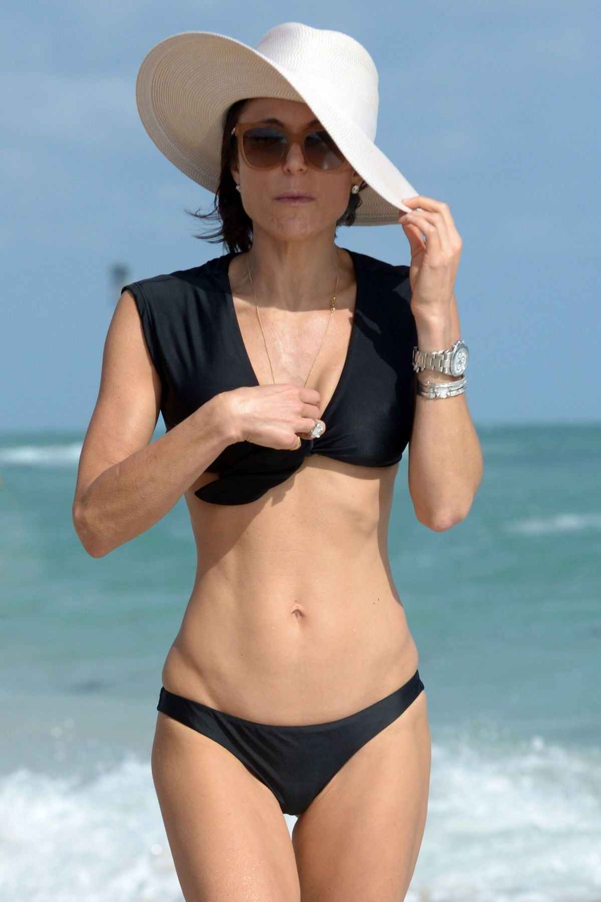 BETHENNY FRANKEL in Bikini on the Beach in Miami 12/05/2016   bethenny-frankel-in-bikini-on-the-beach-in-miami-12-05-2016_40