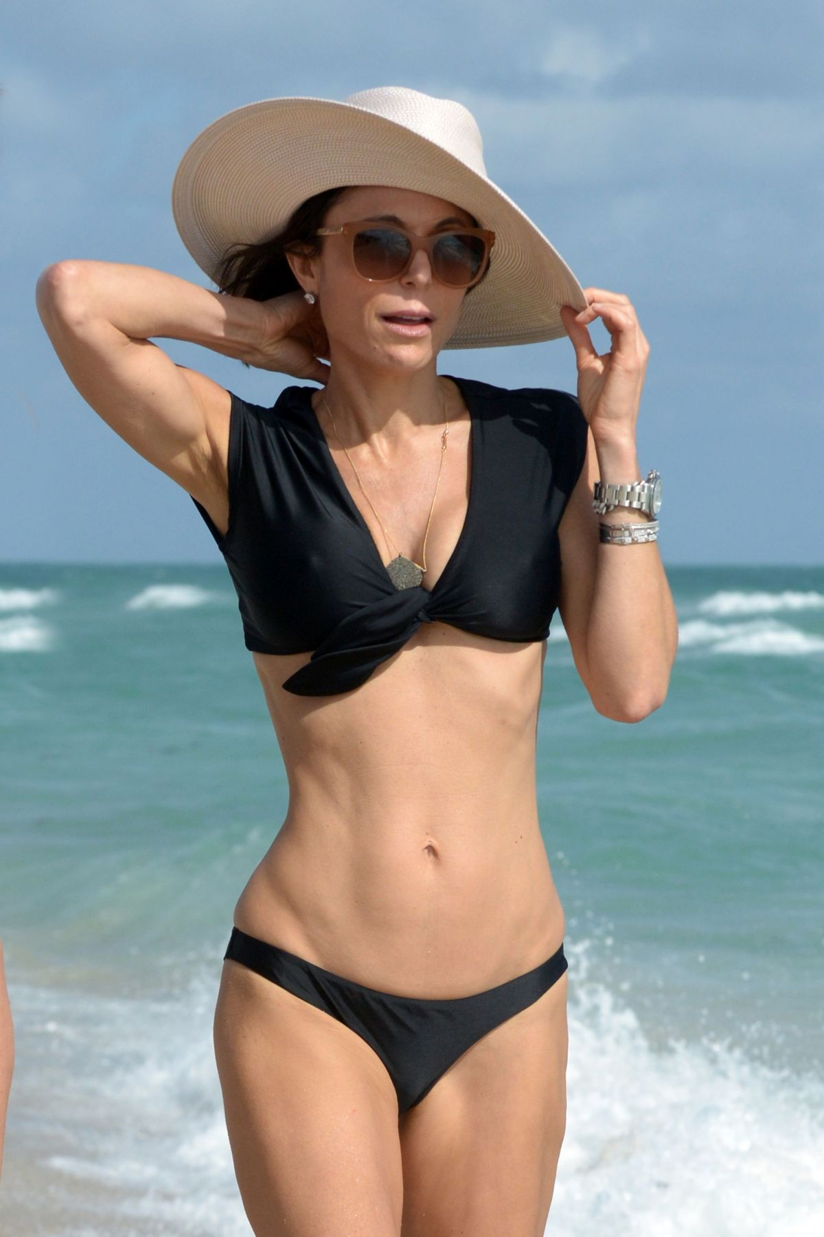 BETHENNY FRANKEL in Bikini on the Beach in Miami 12/05/2016   bethenny-frankel-in-bikini-on-the-beach-in-miami-12-05-2016_43