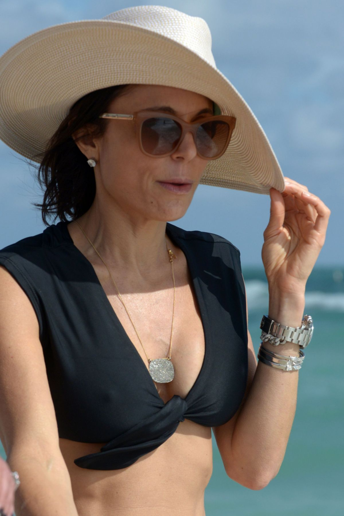 BETHENNY FRANKEL in Bikini on the Beach in Miami 12/05/2016   bethenny-frankel-in-bikini-on-the-beach-in-miami-12-05-2016_45