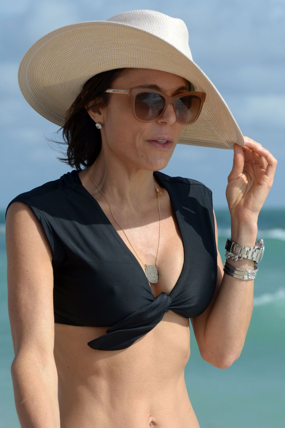 BETHENNY FRANKEL in Bikini on the Beach in Miami 12/05/2016   bethenny-frankel-in-bikini-on-the-beach-in-miami-12-05-2016_46