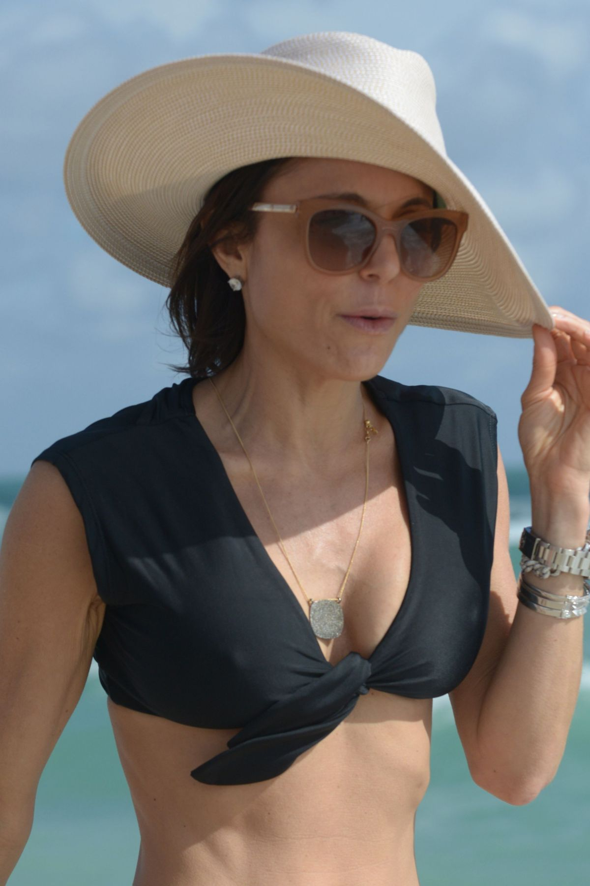 BETHENNY FRANKEL in Bikini on the Beach in Miami 12/05/2016   bethenny-frankel-in-bikini-on-the-beach-in-miami-12-05-2016_47