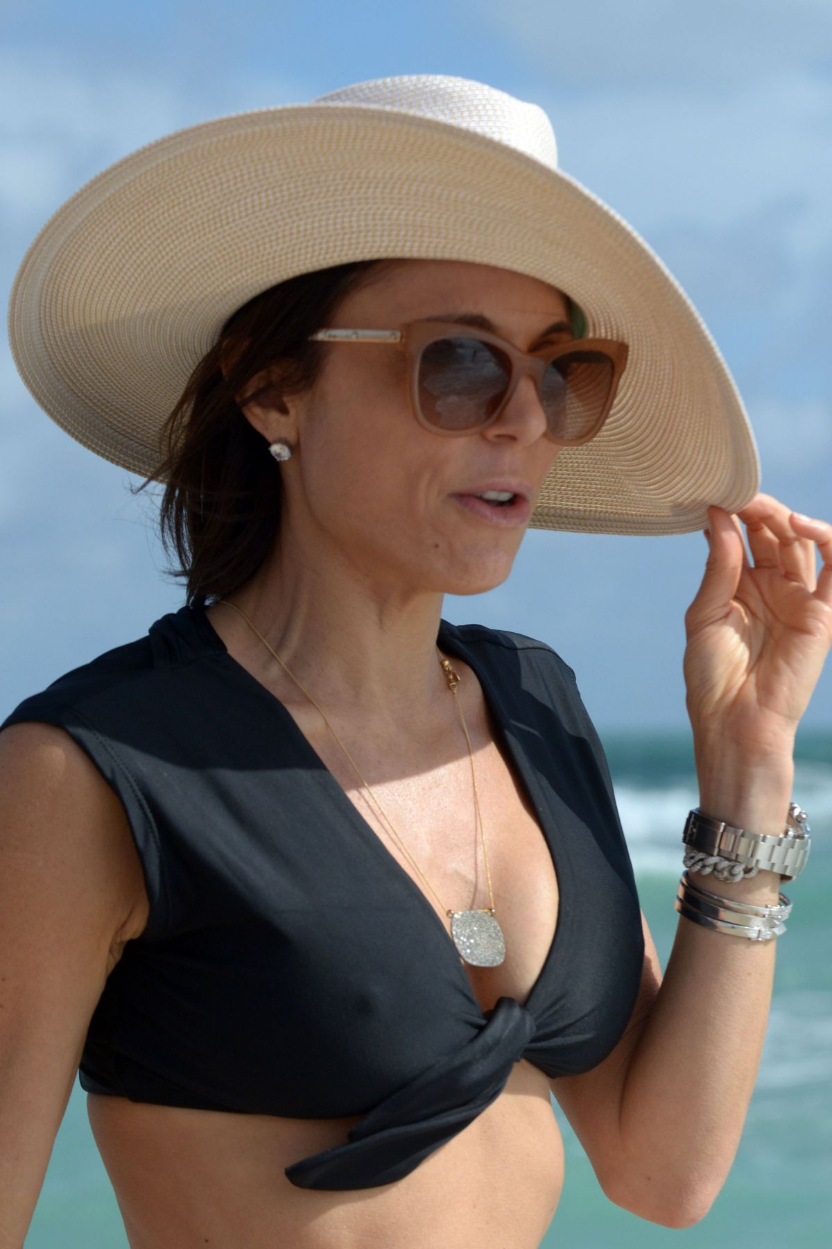 BETHENNY FRANKEL in Bikini on the Beach in Miami 12/05/2016   bethenny-frankel-in-bikini-on-the-beach-in-miami-12-05-2016_49