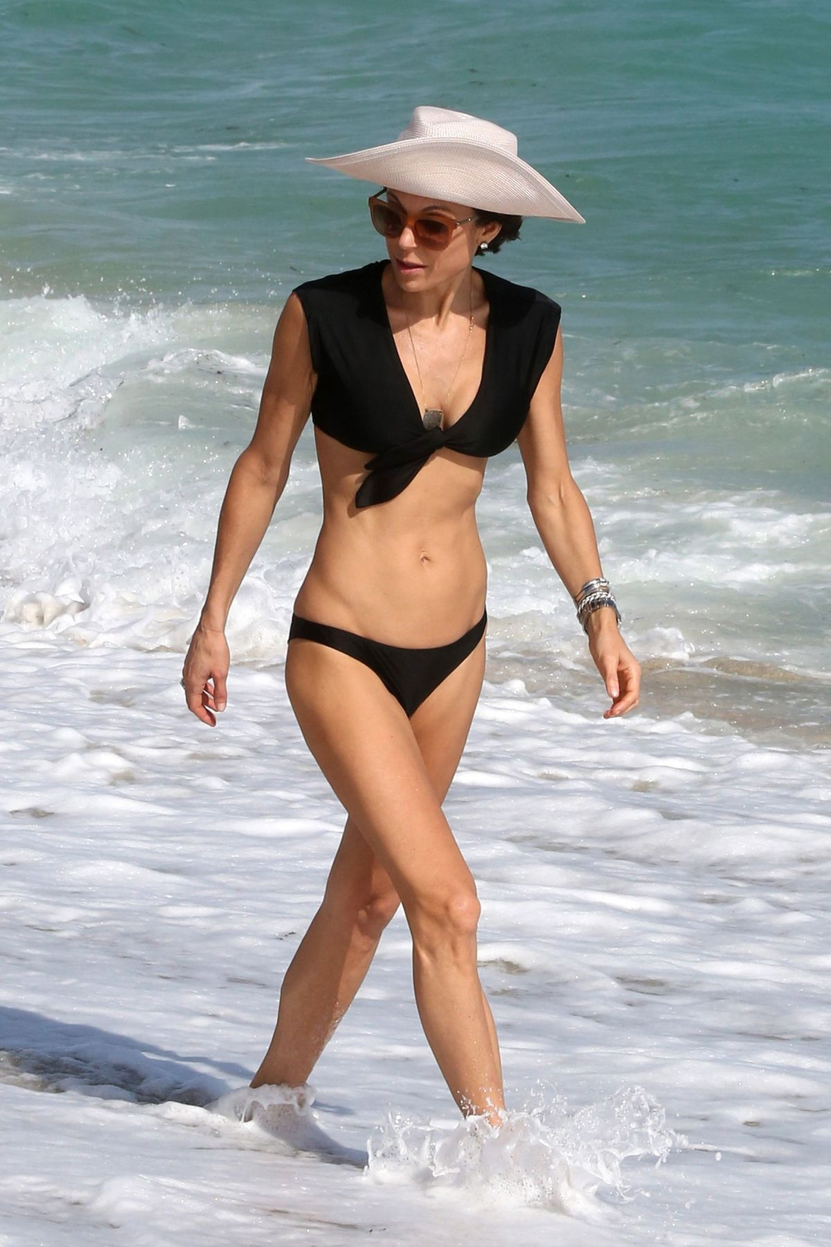 BETHENNY FRANKEL in Bikini on the Beach in Miami 12/05/2016   bethenny-frankel-in-bikini-on-the-beach-in-miami-12-05-2016_5
