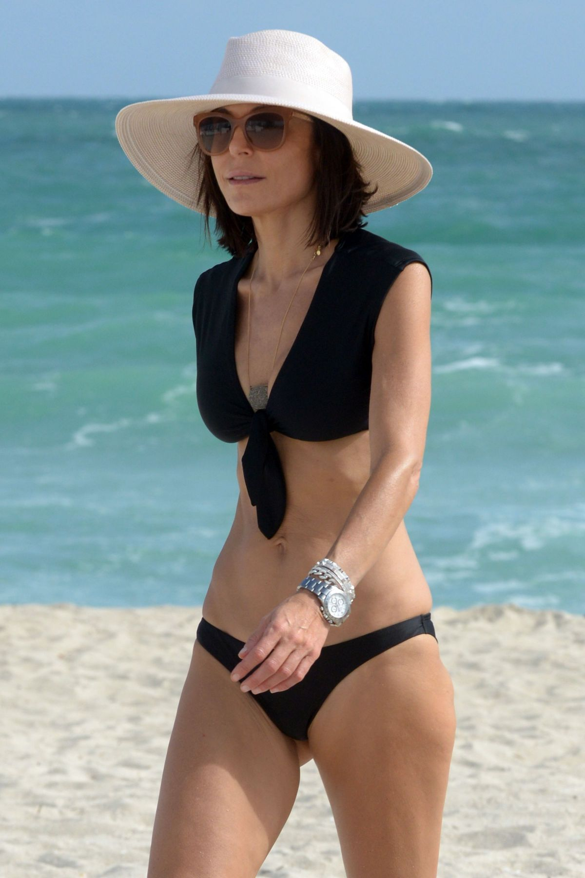 BETHENNY FRANKEL in Bikini on the Beach in Miami 12/05/2016   bethenny-frankel-in-bikini-on-the-beach-in-miami-12-05-2016_51