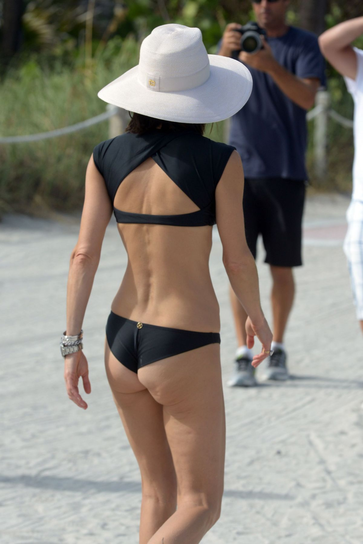 BETHENNY FRANKEL in Bikini on the Beach in Miami 12/05/2016   bethenny-frankel-in-bikini-on-the-beach-in-miami-12-05-2016_52