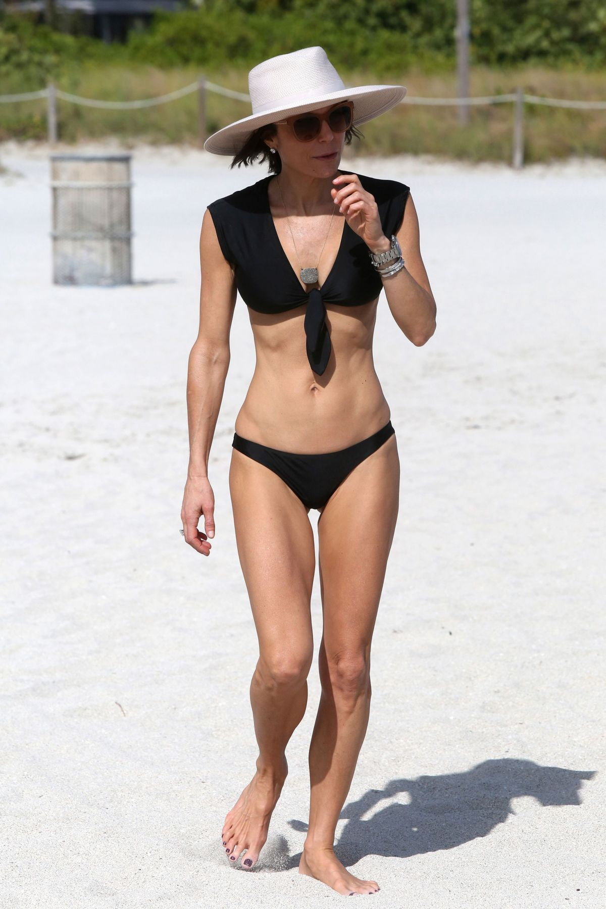 BETHENNY FRANKEL in Bikini on the Beach in Miami 12/05/2016   bethenny-frankel-in-bikini-on-the-beach-in-miami-12-05-2016_6