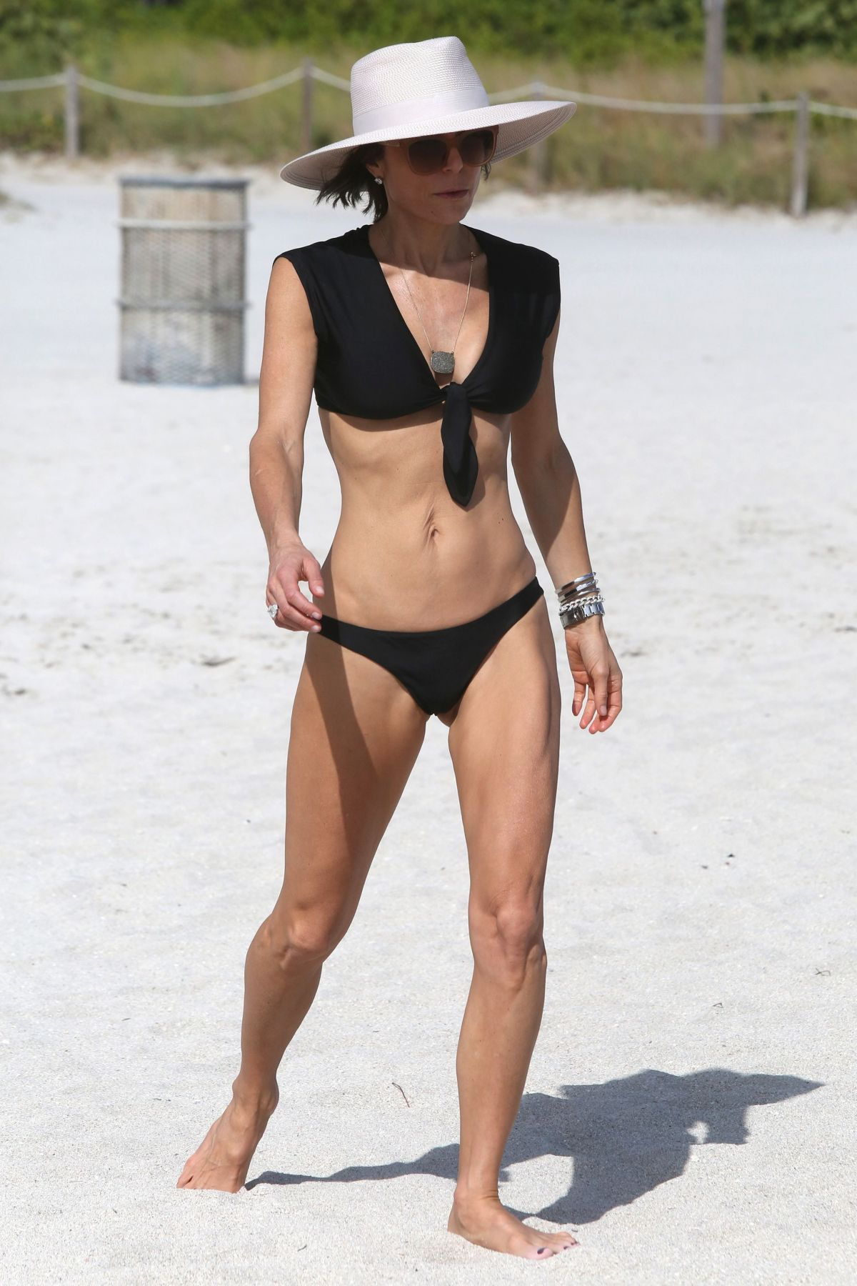 BETHENNY FRANKEL in Bikini on the Beach in Miami 12/05/2016   bethenny-frankel-in-bikini-on-the-beach-in-miami-12-05-2016_8