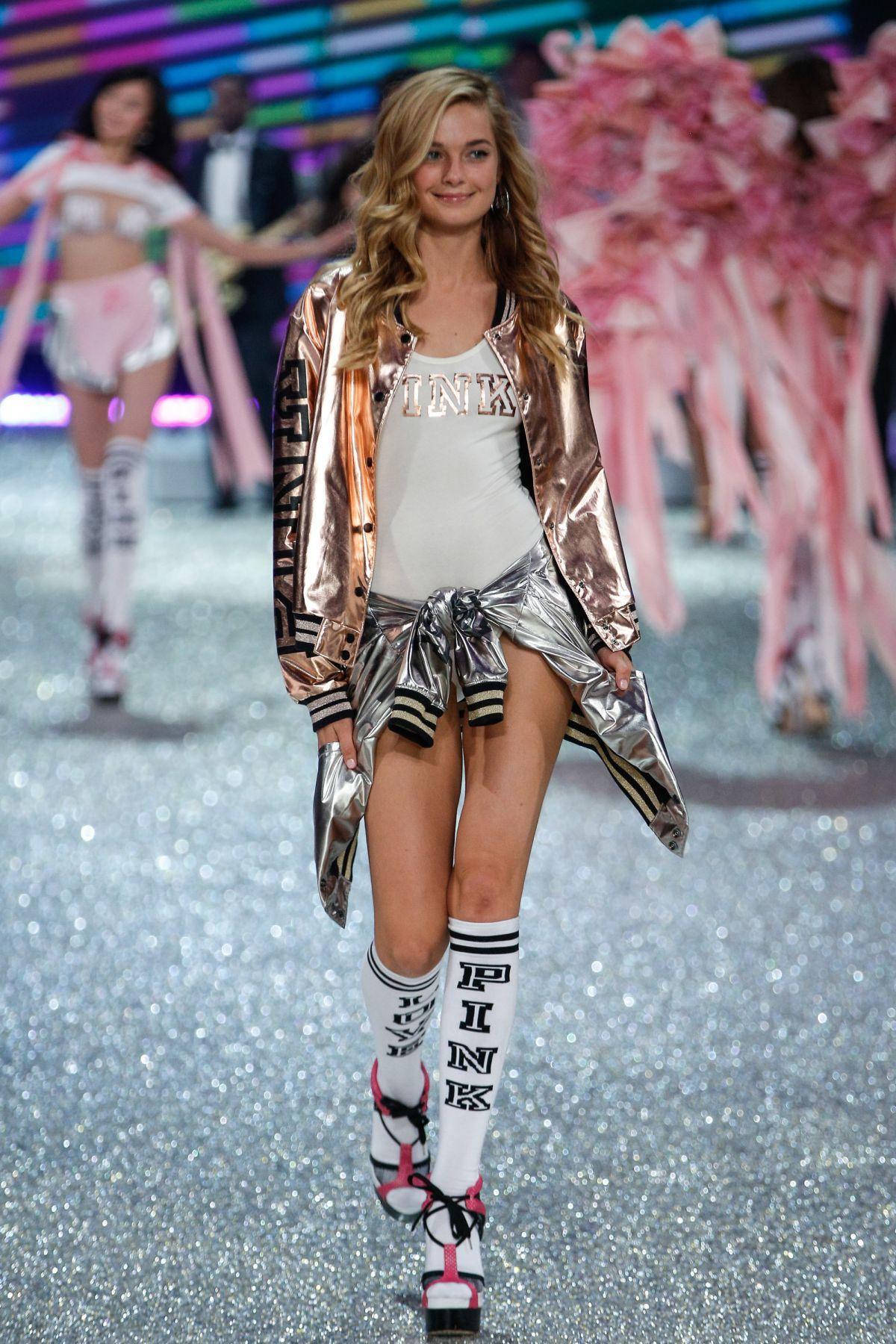 Bridget malcom at victoria s secret fashion show 2016 hawtcelebs - Mannequin victoria secret 2016 ...