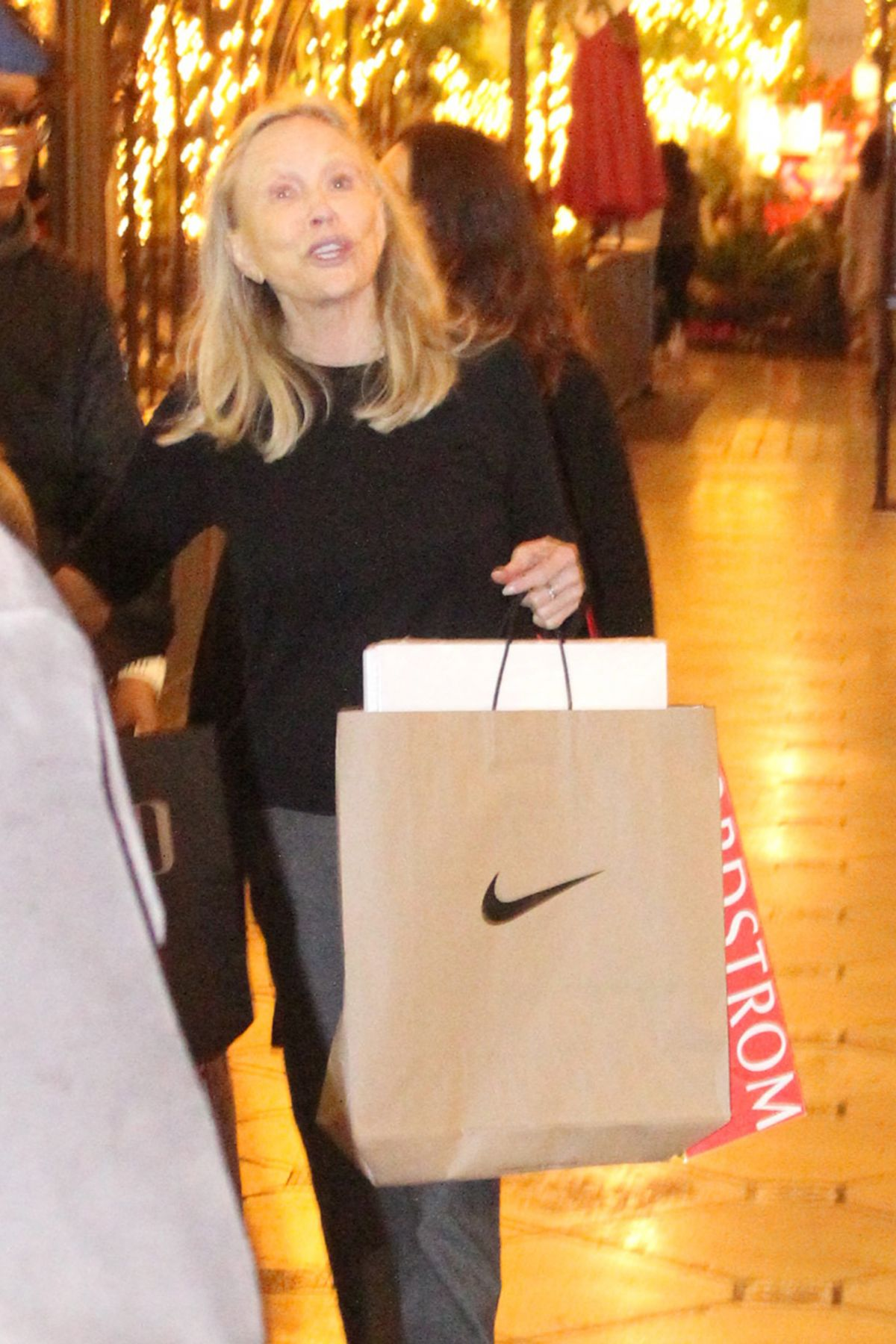FAYE DUNAWAY Out for Shopping in Los Angeles 12/05/2016