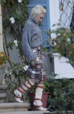 GWEN STEFANI Out on Christmas Eve in Los Angeles 12/24/2016